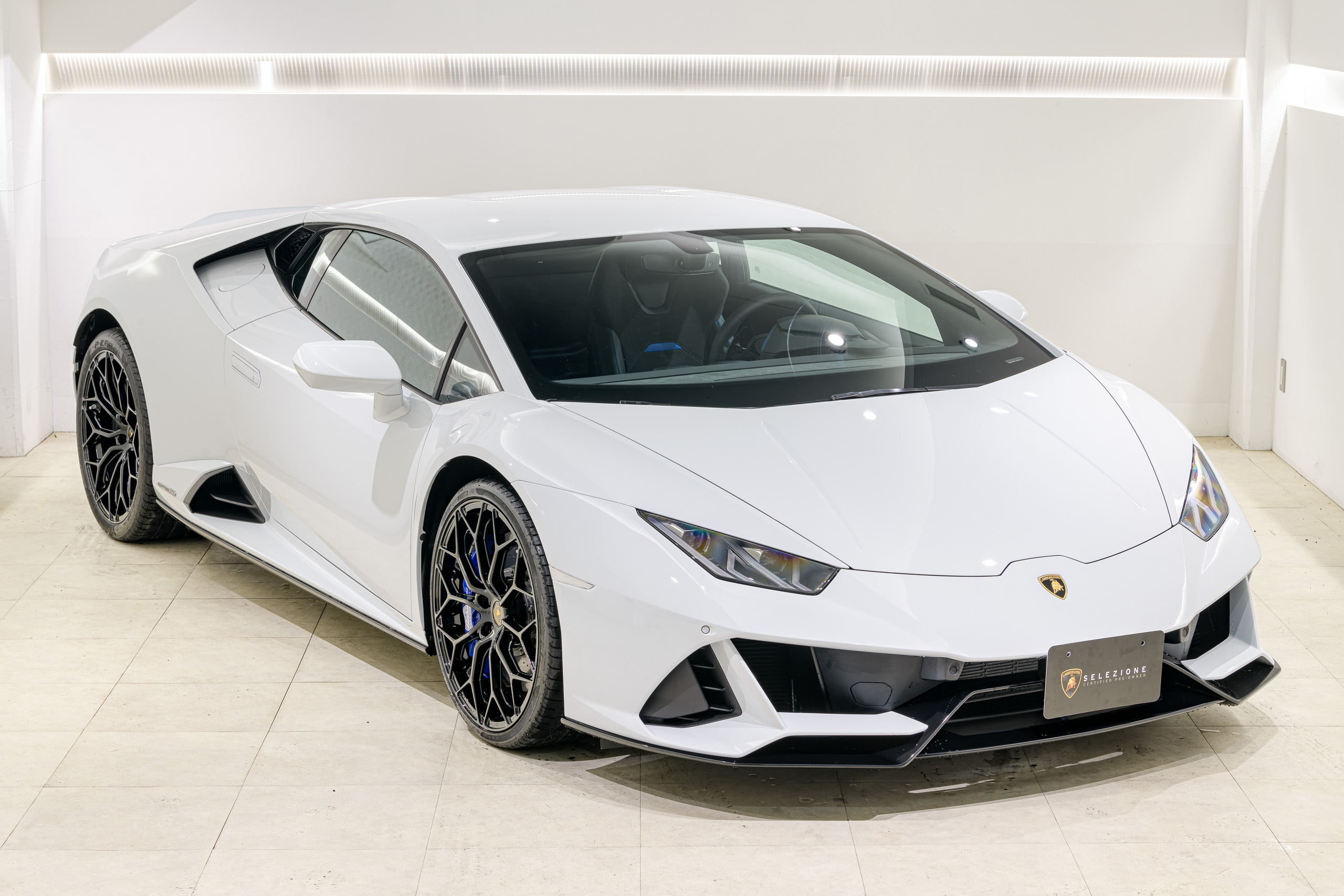 20y Huracán EVO coupe / Bianco Icarus